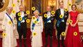 Nové foto královské rodiny: Jaká tajemství skrývá oblečení a metály?