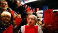 Tusk přijel svědčit do Polska a zkritizoval vládu. Čekaly na něj stovky lidí