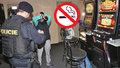 """Policisté už se chystají na kuřáky: Za """"dýmání"""" v barech bude mastná pokuta"""