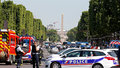 Další teror v Paříži? Islamista s puškou a bombou najel do vozu policie