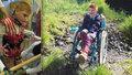 Ondrášek (9) trpí mozkovou obrnou: Jeho děda vybírá víčka z popelnic, aby pomohl