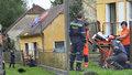 Parašutistka (23) dopadla na střechu domu: Nehodu způsobila další osoba?