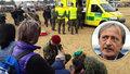 Seskoky parašutistů při veřejných akcích jsou zakázány, oznámil Stropnický po neštěstí na Dni armády