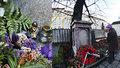 Pražané myslí nejen na své blízké: Před Vánoci nosí věnce a svíčky i českým literátům