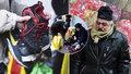 Pražané rozdávali oblečení bezdomovcům: Vánice je nezastavila