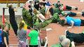 Tak trochu netradiční tělocvik: Pražští školáci si vyzkoušeli fyzické testy, které skládá armáda či policie