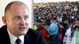 Hašek uprchlíky v Česku nechce, Sobotkovi navzdory. Dienstbier mu připomněl lži