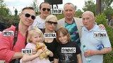 Karel Voříšek s přítelem a rodinou v zoo: Moderátor poprvé ukázal svého tatínka!