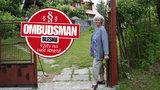 Sousedské tahanice důchodkyně Zdeny: Šišky a pecky padají přes plot, kořeny ničí cestu