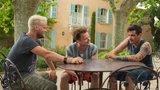 Prázdniny v Provence: Idolové dívčích srdcí Kotek, Hádek a Prachař v jedné komedii