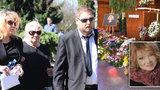 ONLINE: Pohřeb Věry Špinarové: Se zpěvačkou se rozloučila Heidi, Nohavica a 40.000 fanoušků