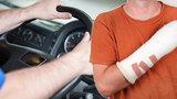 Václav si v práci zranil ruku. O odškodné se s firmou soudil 2 roky