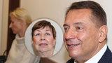 Perou se o dítě! Jiří a Petra Paroubkovi před soudem kvůli Margaritě, přišla i ex Zuzana!