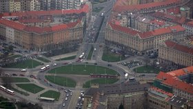 """Na """"Kulaťáku"""" v Praze 6 řidiče zbrzdí semafor. Důvod? Tunel Blanka"""