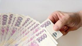Češi berou v průměru 27 220 korun. Experti: Vánoce slibují rekordní utracení