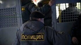 Brutálního vraha nepošlou zpět do Ruska, kde mu hrozí doživotí. Bojí se létání