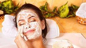 Domácí masky dokážou zázraky: Vyzkoušejte medovou nebo okurkovou