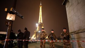 Eiffelova věž cílem teroristů: Mladý pár tam chtěl útočit jménem ISIS