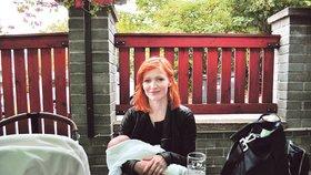 Aňa Geislerová měsíc po porodu: Se synem v hospodě!
