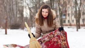 Vyválejte koberec ve sněhu. Bude jako nový!