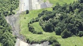 Za sesuv na dálnici D8 může kamenolom. Miliardovou škodu odmítá uhradit