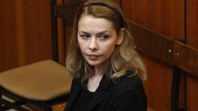 Miliardářská dcera zabila na silnici 4 lidi: Z basy se Rezešová může dostat dříve!