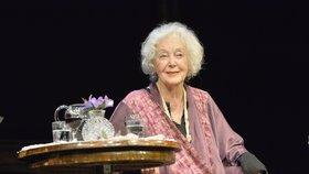 Květu Fialovou (88) převezli do nemocnice, její stav je velmi vážný!
