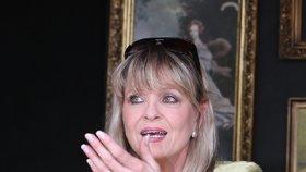 Chantal Poullain přiznala zdeformované nohy: Lékaři mi rozmlátili klouby v prstech!