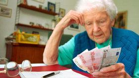 Češi mají vyšší důchody než Slováci. Průměrně o 900 korun