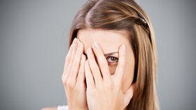 Oteklý obličej? Možná máte nemocnou šťítnou žlázu či ledviny!