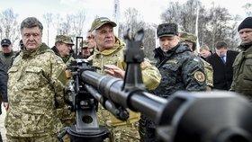 Na Ukrajině je bojová pohotovost. Porošenko kvůli Krymu svolává mocnosti