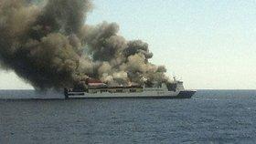 Trajekt plný lidí začal hořet. Loď nouzově přistála na Mallorce