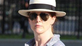 Herečka Julianne Moore bez make-upu a ve vytahaných šatech! I tak jí to sluší