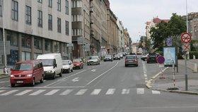 Další dopravní komplikace v Praze 7: Po tramvajích musí jinudy i auta
