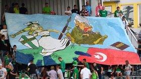 Prase s turbanem a koránem: Fanoušci vytáhli transparent, klub dostal pokutu 100 tisíc