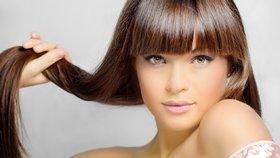 Chcete, aby vám vlasy rostly rychleji? Dodržujte těchto 7 zásad