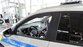Muž (†60) zemřel po střetu s vozem ve Starých Heřminovech: Policie hledá svědky nehody!