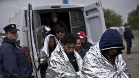 U českých hranic našli 14 uprchlíků. Někteří policii utekli