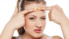 Problémy s trávením nebo se srdcem: Co na vás prozradí pupínky na obličeji?