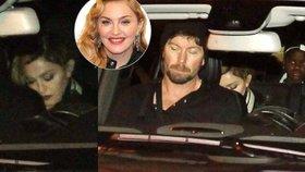 Madonna je v Praze! Dorazila i s adoptovanou dcerkou a psem Olgou