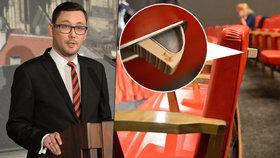 Ovčáčkova tajemná komnata: Zemanovi z duše mluvil v sále se skrytými popelníčky