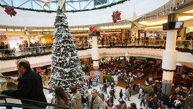Vánoční koledy v obchodech škodí psychice, říká výzkum. Motivují ale lidi k utrácení