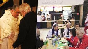 Duka se Zemanem byli v ruském McDonaldu. Kardinál po mši v Lánech čelí kritice