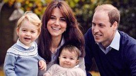 Veselé Vánoce přejí Kate, William, George a Charlotte: Pohlednicí z podzimu...