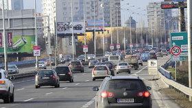 Otestováno. 80 km/h na pražské magistrále? Ušetříme necelou minutu