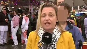 Sexuální útok v živém vysílání. Blonďatou reportérku obtěžovali v prokletém Kolíně
