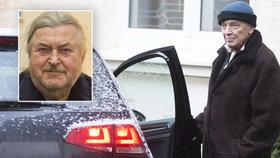 """Šípa s Čechem nepustili za nemocným kamarádem. """"Gott je ohrožen infekcí!"""" vysvětlil Ringo"""