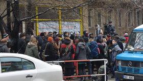 Klinika se nevzdává. Aktivisté odmítli vyklidit budovu. Podporu mají i od Andreje Babiše