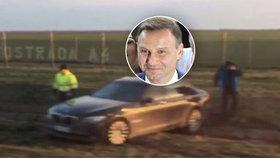 Limuzíně s polským prezidentem praskla pneumatika v 170kilometrové rychlosti! Pancéřované BMW skončilo na poli