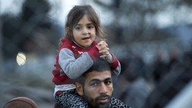 Němci: S uprchlíky jste nás nechali na holičkách. Česku chtějí snížit dotace
